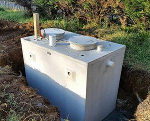 szambo betonowe przygotowane do montażu